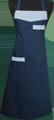 Detail foto van Omslagschort geheel sluitend met twee zakken Garnering in bijpassende strepen - Marine