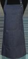 Detail foto van Halterschort voorzien van een verstelbare nekband d.m.v. drukkers. Met pennenzakje en zak dubbel gestikt met 2 steekzakken. Voorzien van rivetten. - Blue Camel