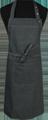 Detail foto van Halterschort voorzien van 2 locknaden met zak ertussen. Dubbel doorgestikt. Extra lange strikbanden. Verstelbare nekband d.m.v. drukkers. - Black Camel