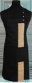 Detail foto van Halterschort met zak in 2e gedeeld en gekleurde baan van 8 cm breed met verstelbare nekband d.m.v. drukkers. - Camel