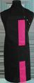 Detail foto van Halterschort met zak in 2e gedeeld en gekleurde baan van 8 cm breed met verstelbare nekband d.m.v. drukkers. - Fuchsia