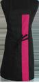 Detail foto van Halterschort met vaste nekband. Gekleurde band ca. 8 cm breed en enkel zakje ca. 20 x 20 cm met lange strikbanden. - Fuchsia